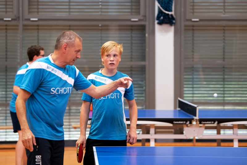 Cheftrainer Ralf Hamrik und Jonah Kessels im Training!