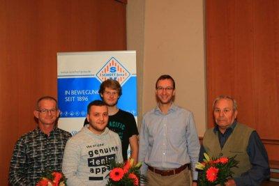 Wagner, Bradei (l.) und Eckardt (r.) wurden von Triller (M.) und FSJler Christoph Halank (hinten) geehrt!