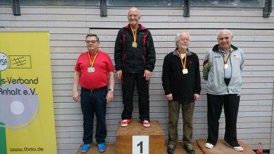 Manfred Dittrich (l.) bei der Siegerehrung der Mitteldeutschen Seniorenmeisterschaften